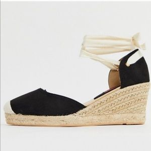 London Rebel espadrille wedges with ankle tie NWOT